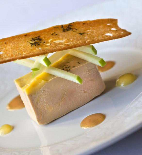 Foie gras, toast de pain grill, pomme verte