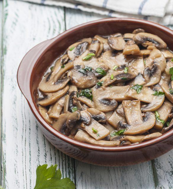 Garlic mushrooms with white wine and parsley