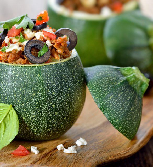 Kugel-Zucchini griechische Art mit Hackfleisch-Feta-Fllung