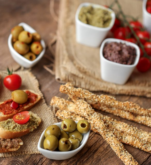 assortiment de tapenade et gressins 3